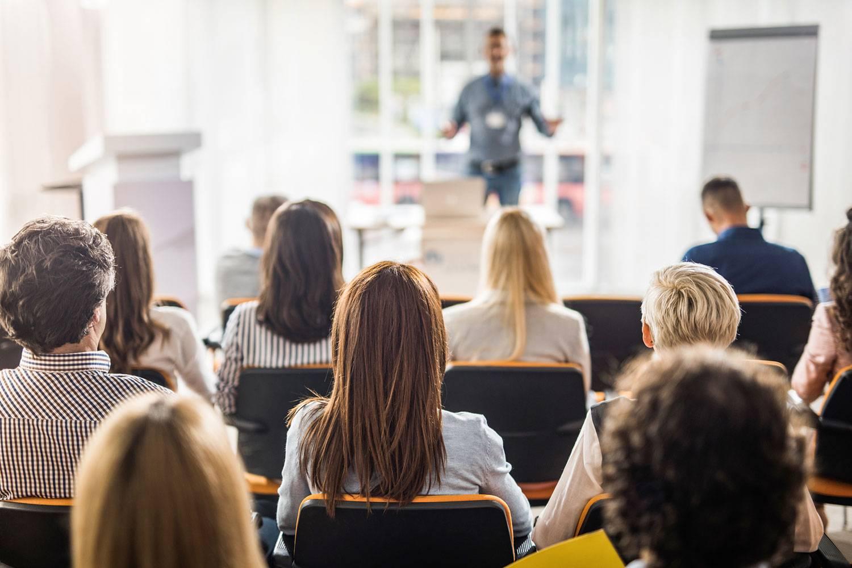 Kỹ năng thuyết trình: bí quyết tỏa sáng trước đám đông