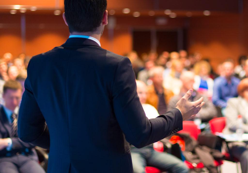 Làm thế nào để tự tin trước đám đông ?
