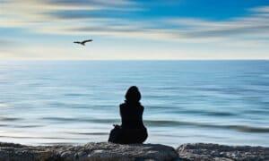 học cách vượt qua cảm giác cô đơn trong bạn